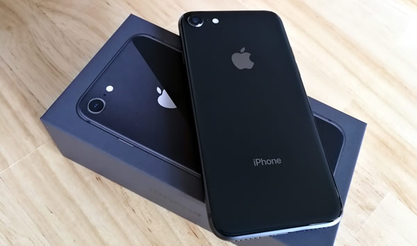 apple storeから直接購入したiPhone8