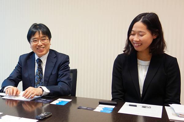 ざっきーくんのツッコミに苦笑いするSBI証券の橋本さんと小澤さん