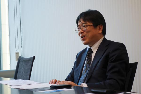 笑顔のSBI証券の橋本さん