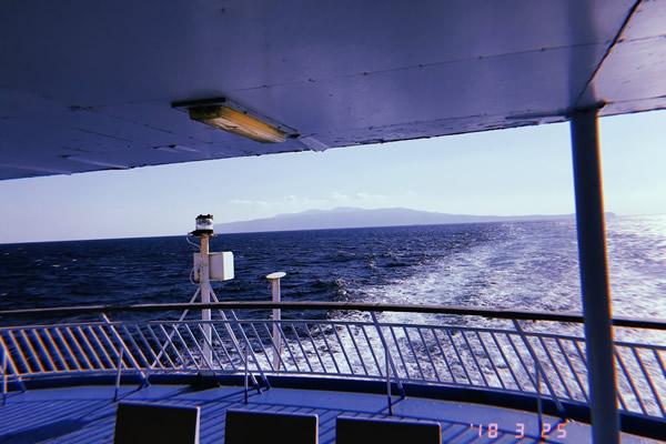 伊豆大島へ向かう船から見られる景色。海ナイス