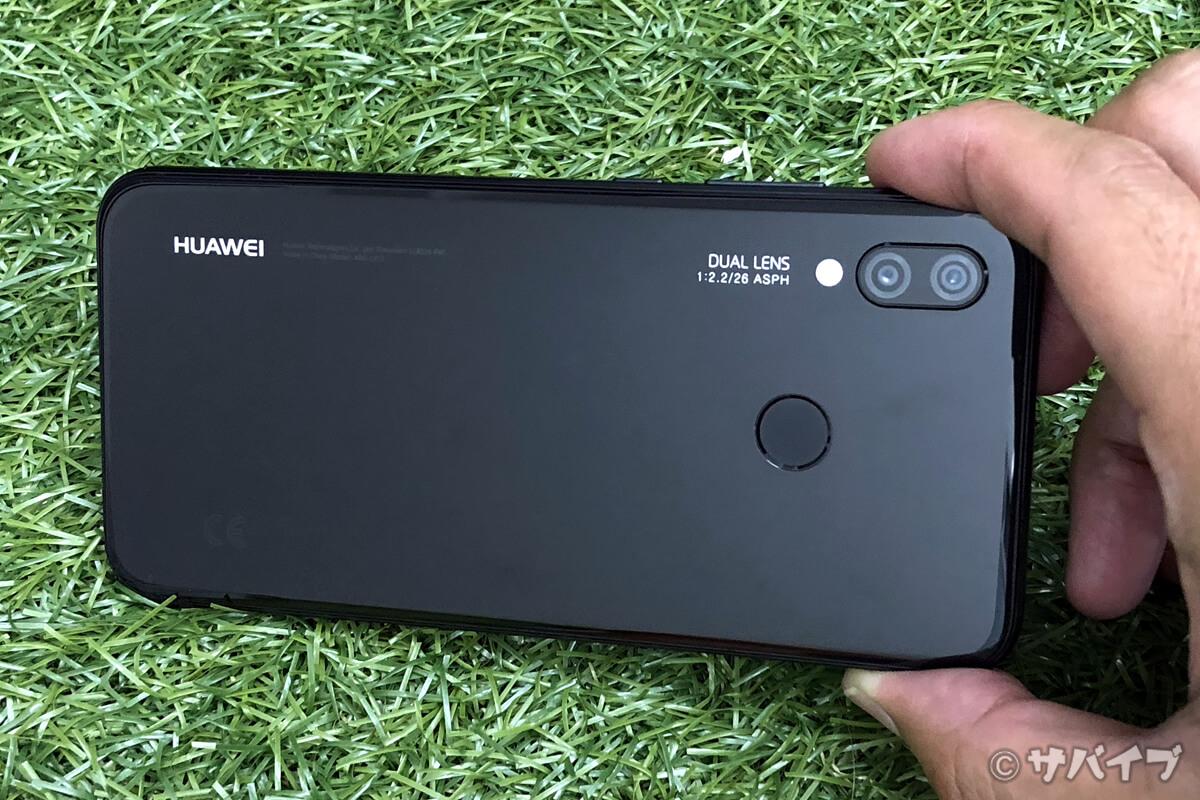 P20 liteは横向きデザインでカメラとしての使用を強く意識している