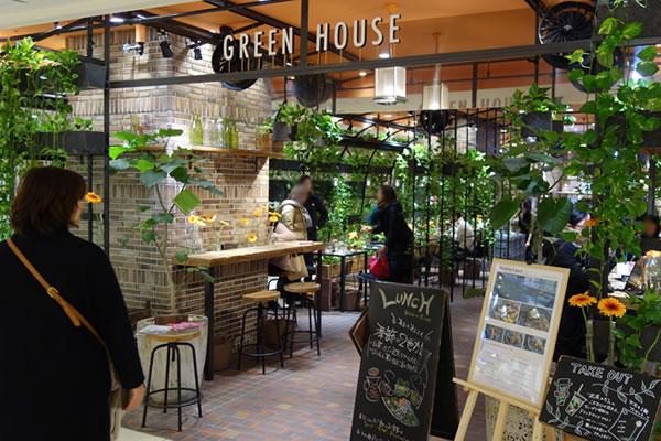 花と緑に囲まれてお茶できる『青山フラワーマーケット ティーハウス』