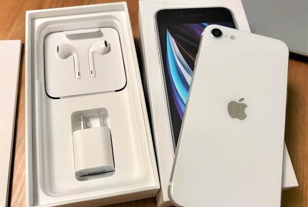 Apple公式サイト(直販)で購入した、iPhone SE2た